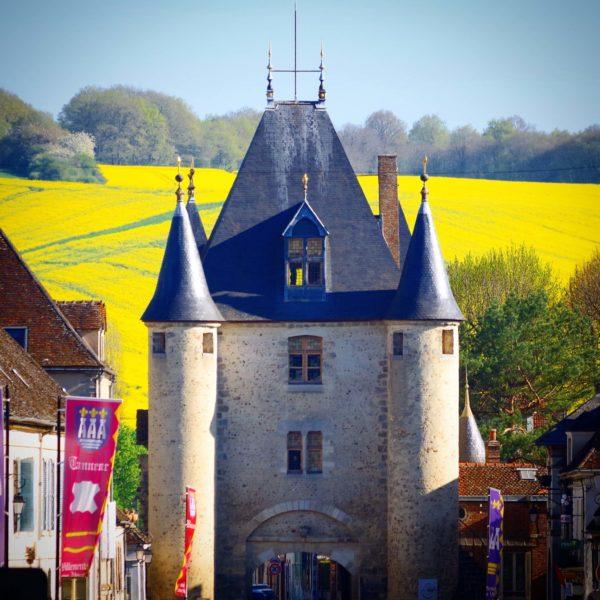 Der Tor von Sens in Villeneuve-sur-Yonne